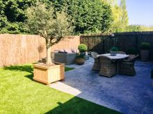 terras met passend tuinmeubilair